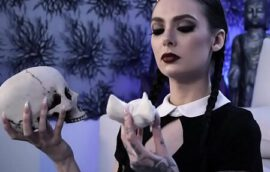 Gothic slut is ready for some sex adventures